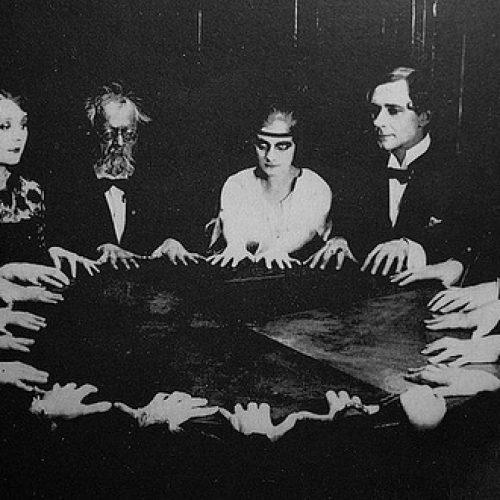 Crearán un Consell Municipal de Ouija para las grandes decisiones