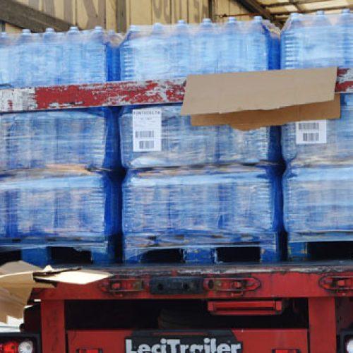 Preparados los primeros convoys de camiones con agua embotellada para rellenar el Pou Clar