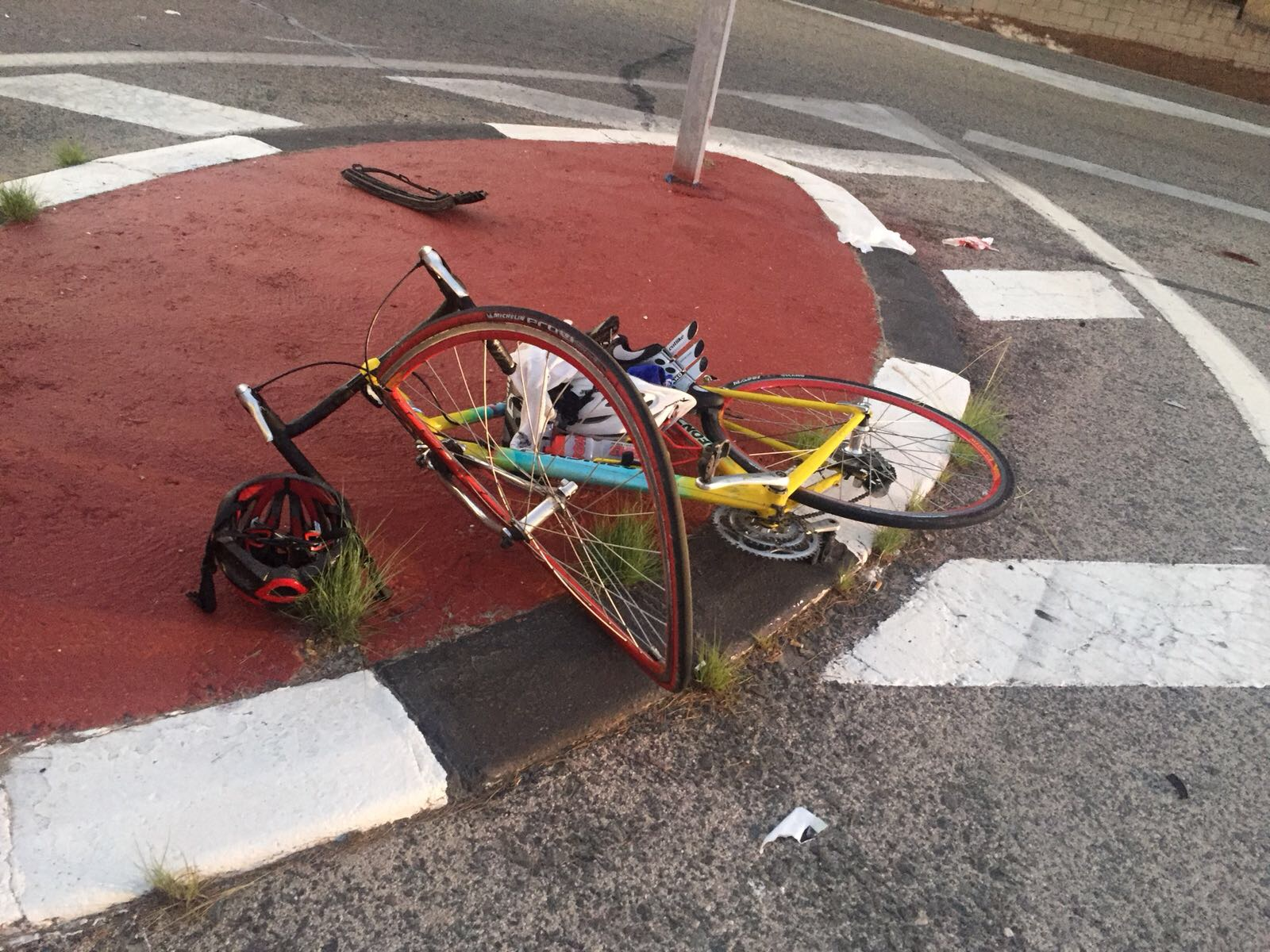 Ferit de gravetat un ciclista en un accident de tràfic El Periòdic d'Ontinyent