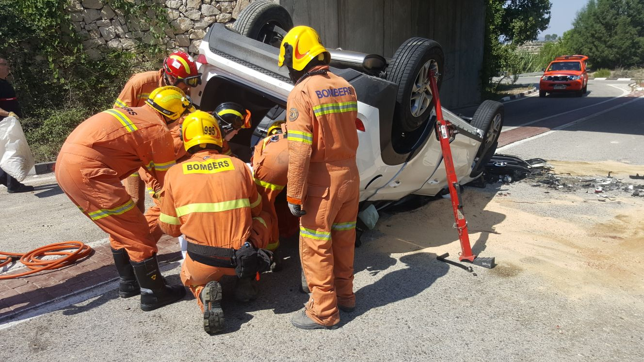 Mor al caure el seu cotxe per un pont de 6 m en la CV-60 El Periòdic d'Ontinyent - Noticies a Ontinyent