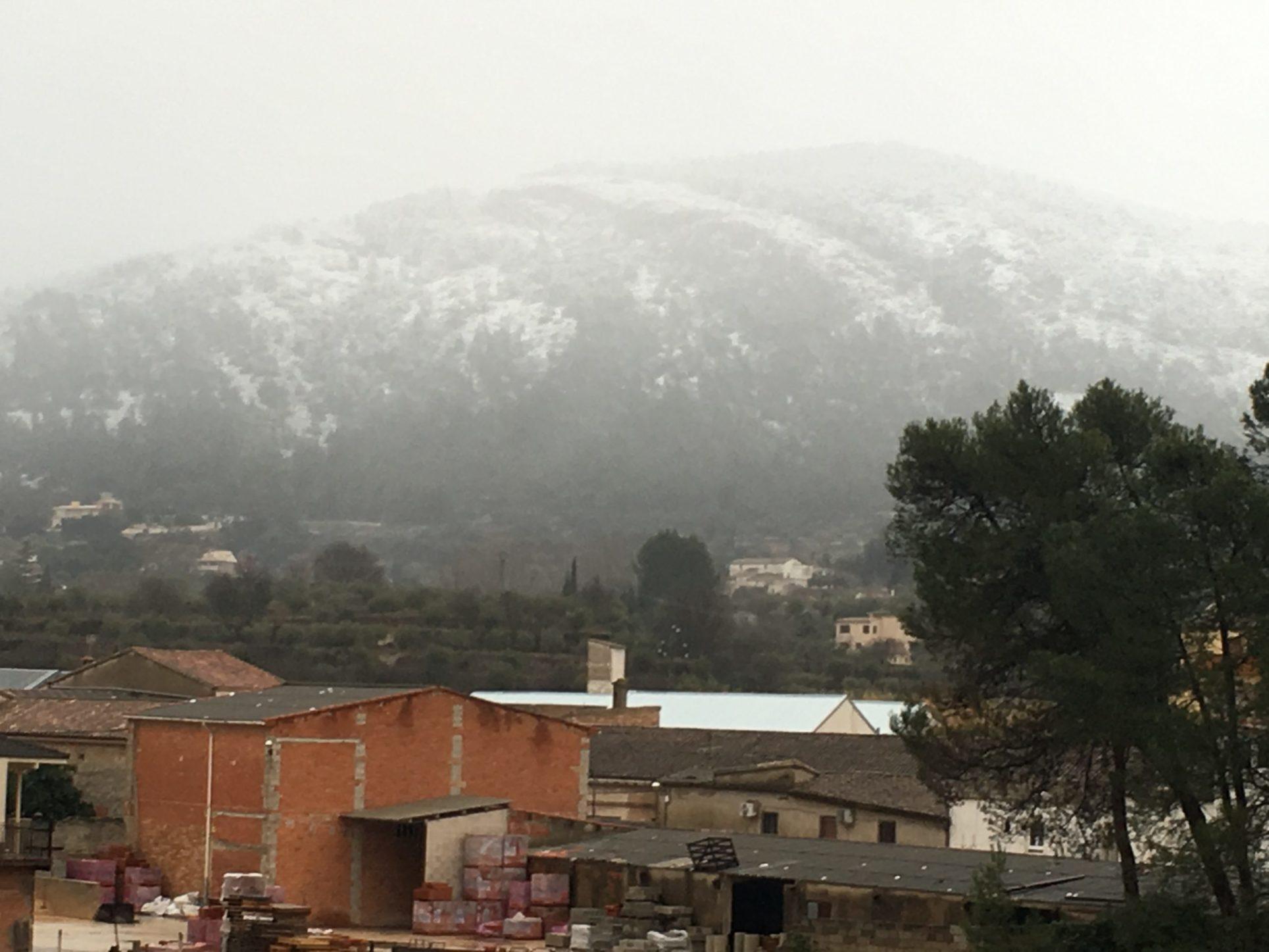 La neu comença a fer acte de presència a la comarca El Periòdic d'Ontinyent