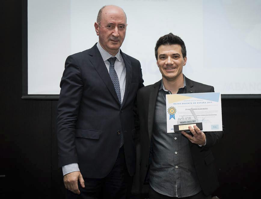Juan Torres rep la distinció com a 2n Millor Docent d'FP El Periòdic d'Ontinyent