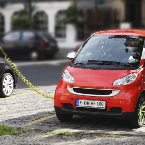 Proposen que els vehicles ecològics no paguen la zona blava