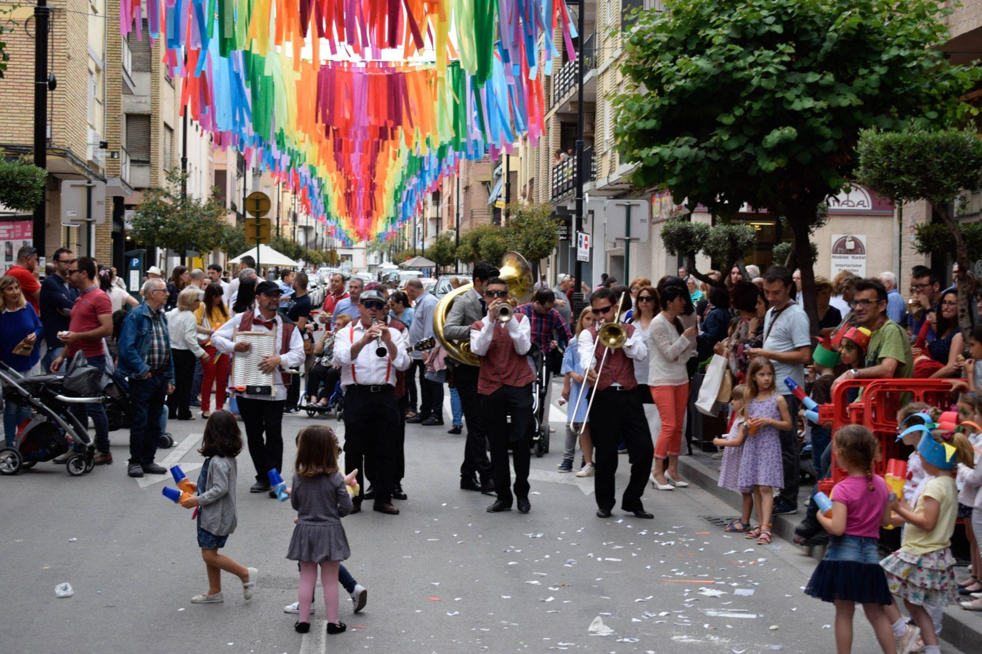 'Ontinyent al carrer' s'acomiada donant la benvinguda a la nova plaça El Periòdic d'Ontinyent