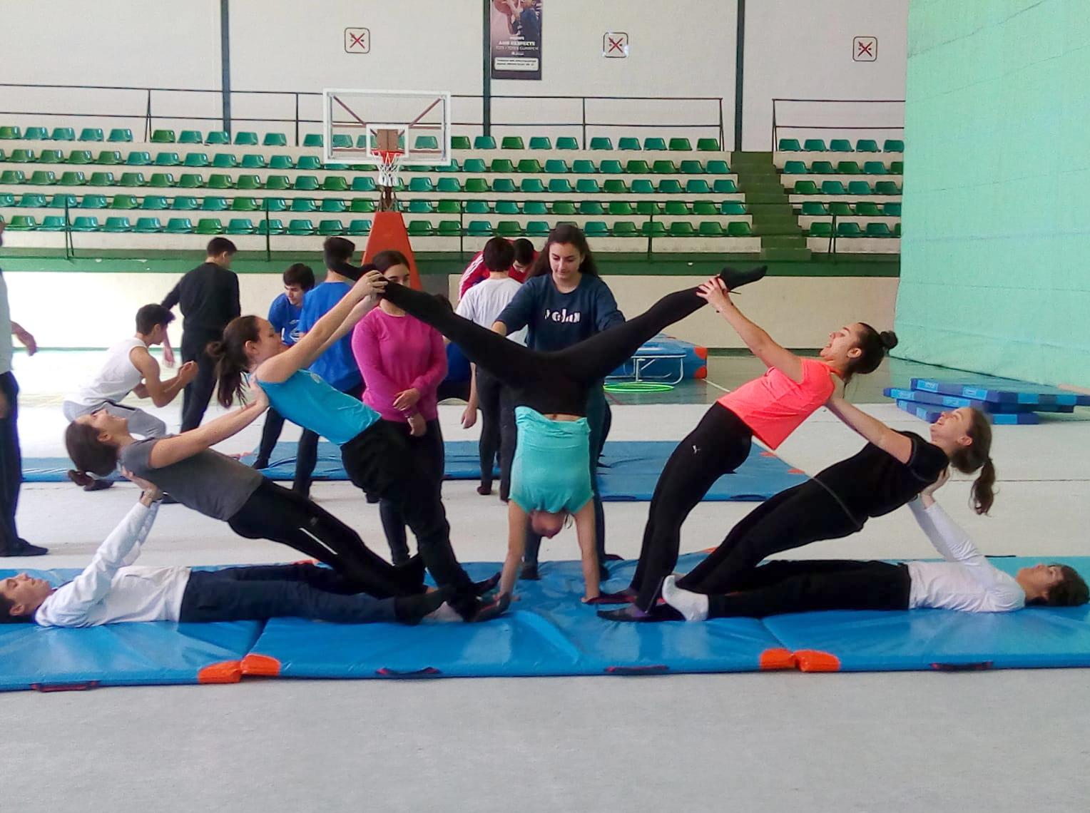 24 coreografies i 13 centres educatius, a la II Gimnastrada Universitària El Periòdic d'Ontinyent