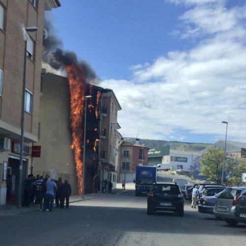Aparatós incendi a un edifici d'Albaida