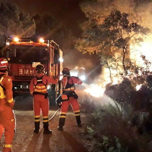 Prop de 20 cases afectades per les flames