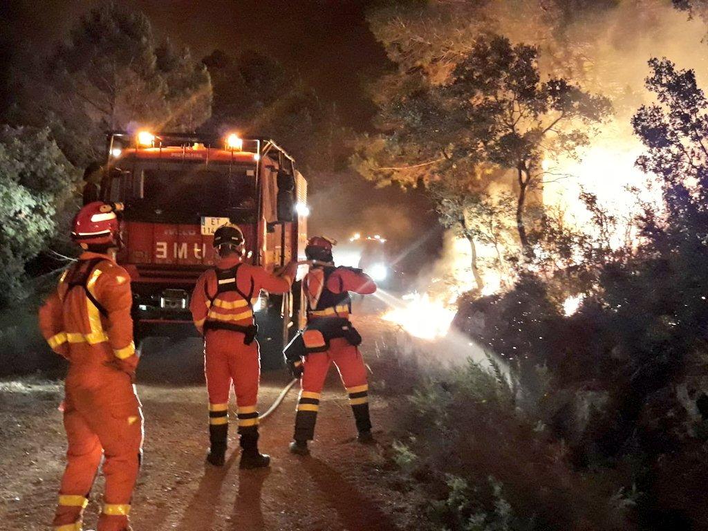 Prop de 20 cases afectades per les flames El Periòdic d'Ontinyent