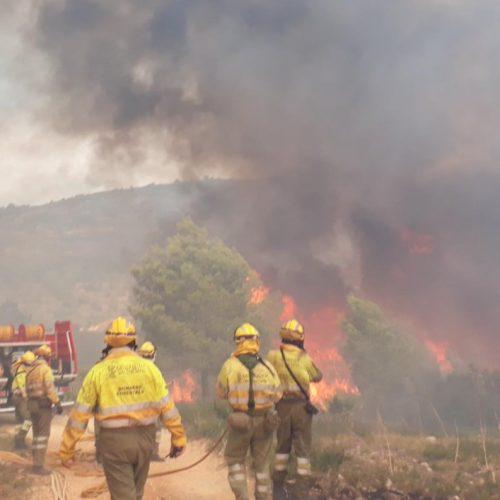 Desallotjaments preventius a Llutxent per l'incendi forestal