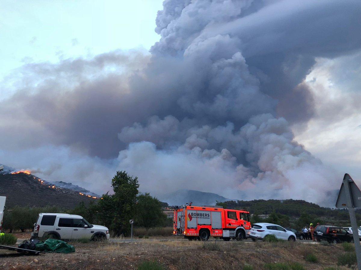 2500 persones desallotjades com a conseqüència del foc El Periòdic d'Ontinyent