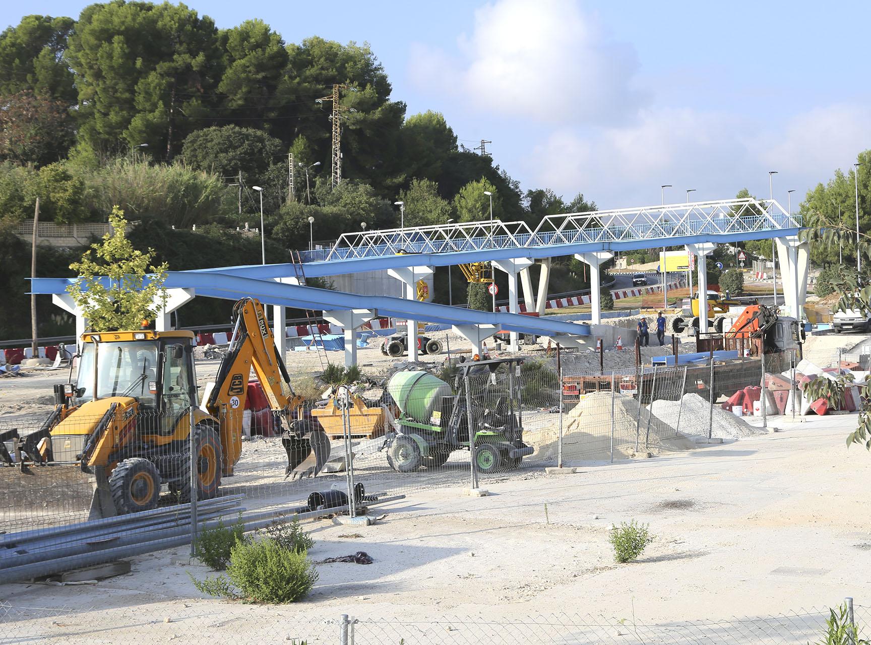 Ultimen els treballs per obrir al trànsit la passarel·la de la CV-81 El Periòdic d'Ontinyent - Noticies a Ontinyent