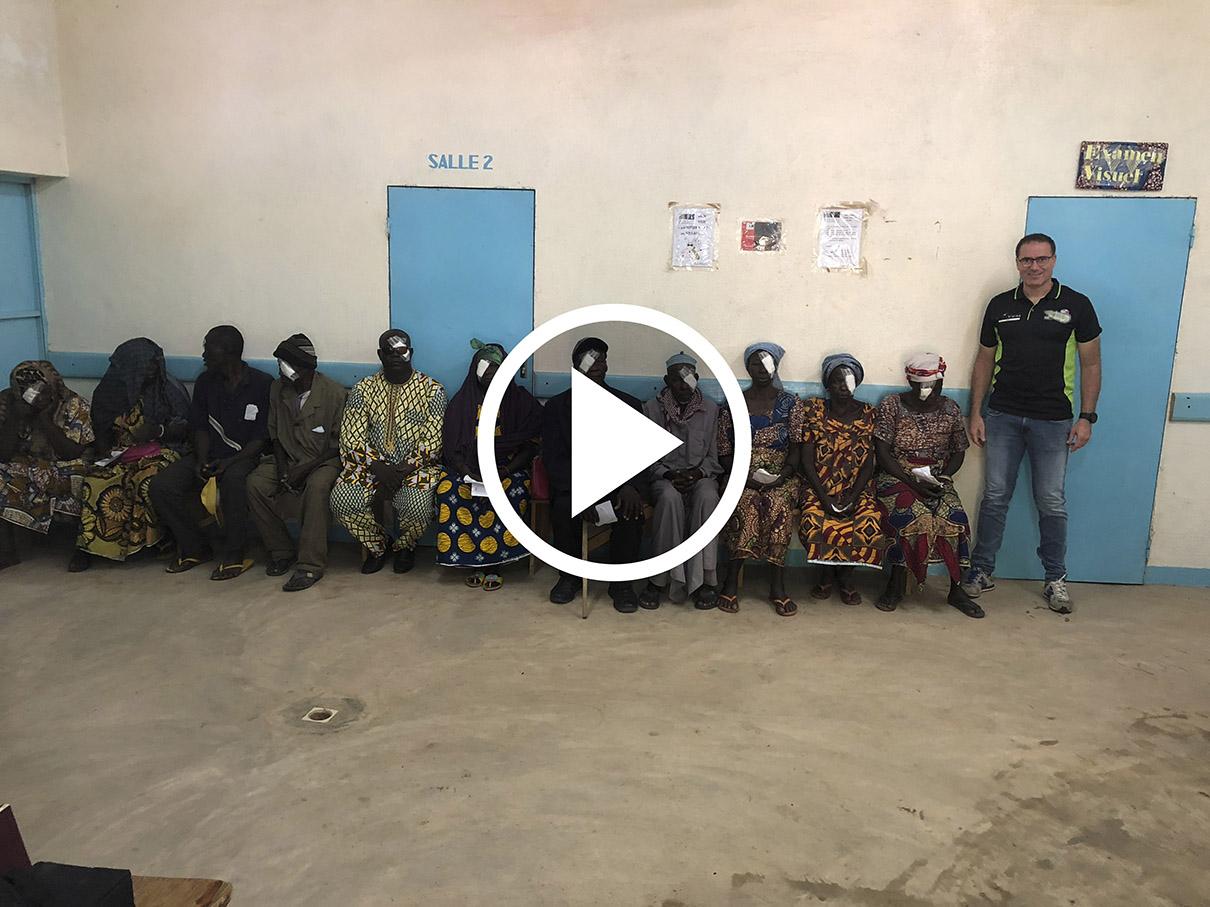 Un centenar de africanos recuperan su visión gracias a un bocairentí El Periòdic d'Ontinyent