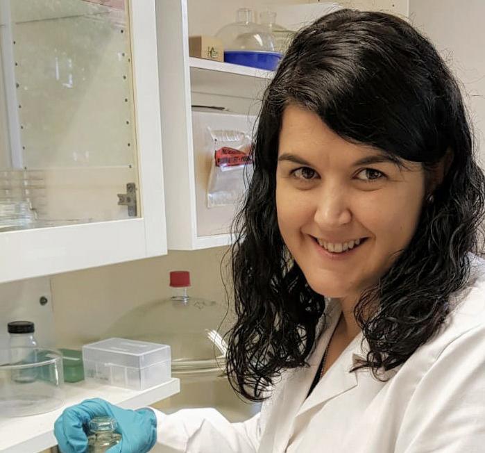 Una ontinyentina descubre un 'plástico ecológico' hecho con azúcar y maíz El Periòdic d'Ontinyent