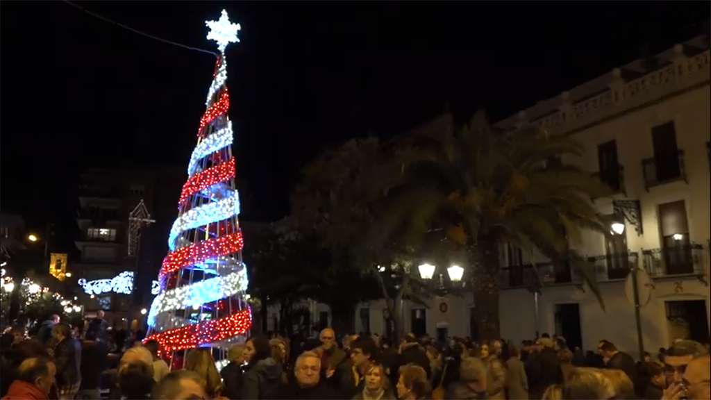 Amb l'encesa de l'arbre, s'inicia la campanya nadalenca 'Ontinyent Il·lusiona' El Periòdic d'Ontinyent