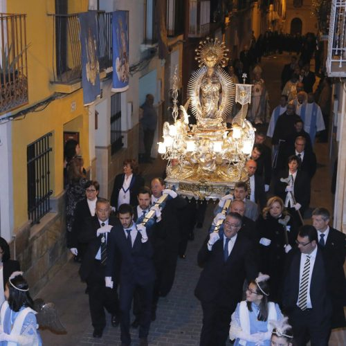 La Puríssima, en processó, acompanyada pels Gegants i Cabets i els balls processionals