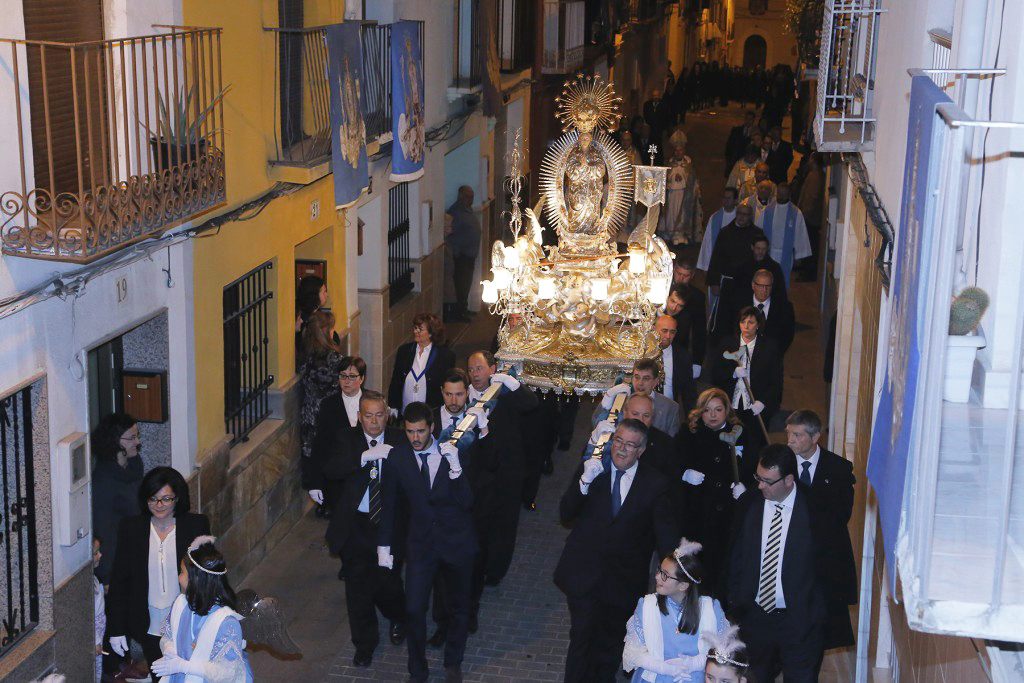 La Puríssima, en processó, acompanyada pels Gegants i Cabets i els balls processionals El Periòdic d'Ontinyent