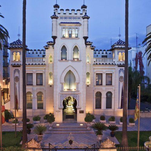 Caixa Ontinyent adquiere el hotel Kazar