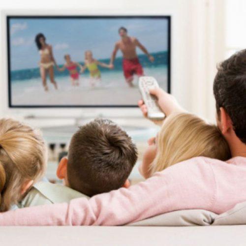 Las personas que usan el televisor más de 3 horas al día sufren más molestias visuales