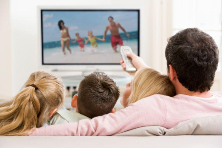 Las personas que usan el televisor más de 3 horas al día sufren más molestias visuales El Periòdic d'Ontinyent