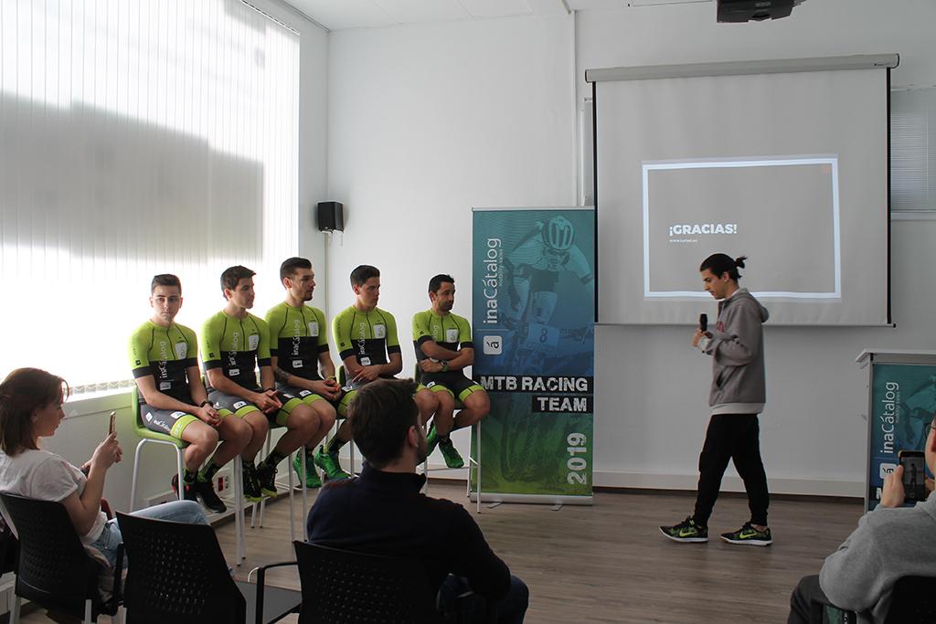 Aquest matí s'han donat a conéixer els nous ciclistes de l'equip 'InaCatalog Racing Team' El Periòdic d'Ontinyent