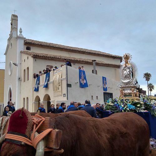 Centenars de persones acompanyen la imatge de la Puríssima fins a l'ermita de Sant Josep del Pla