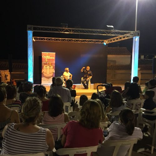La tradició de la narrativa oral continua a la Vall d'Albaida amb 'Contes a la Fresca'