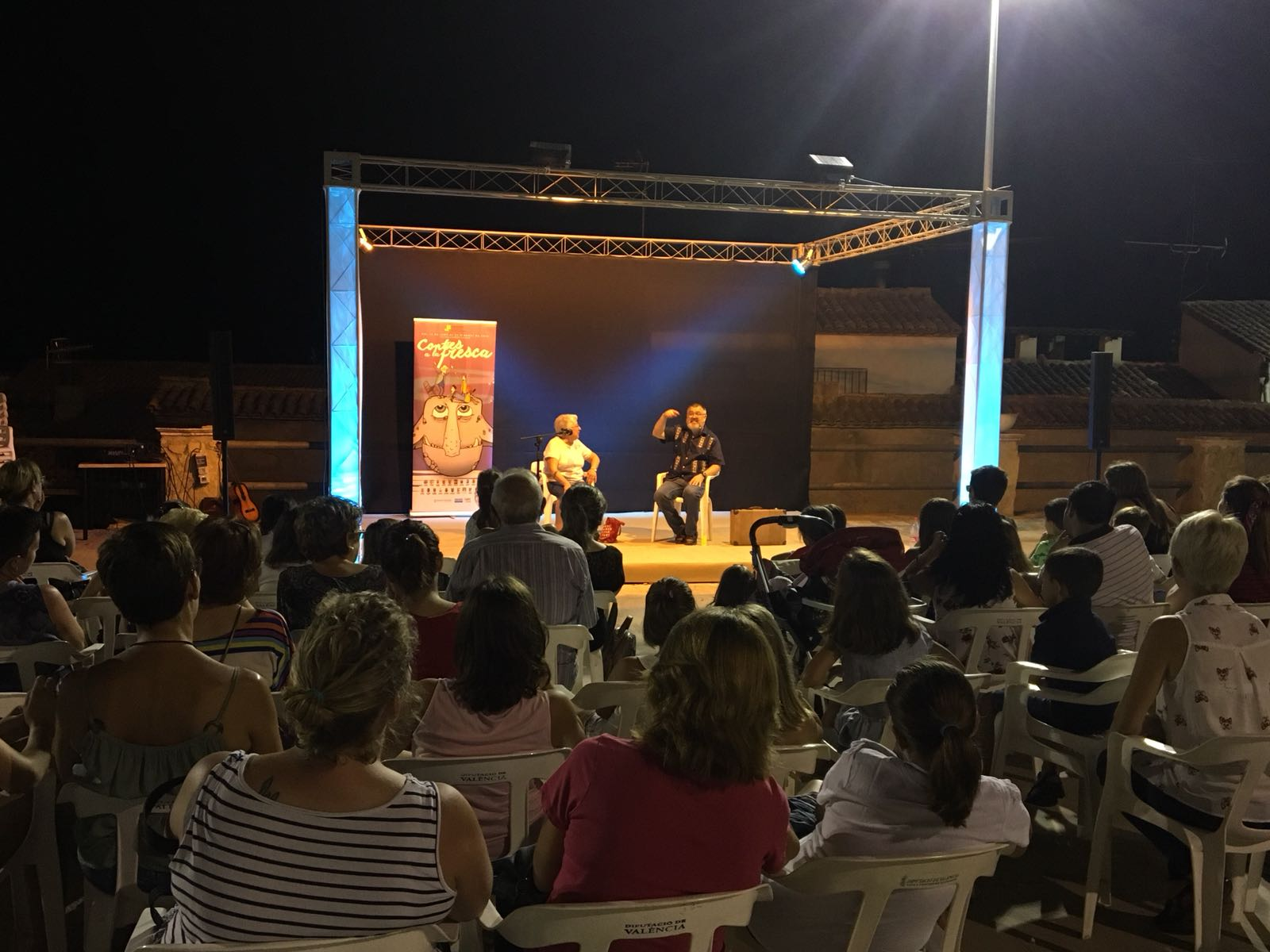 La tradició de la narrativa oral continua a la Vall d'Albaida amb 'Contes a la Fresca' El Periòdic d'Ontinyent