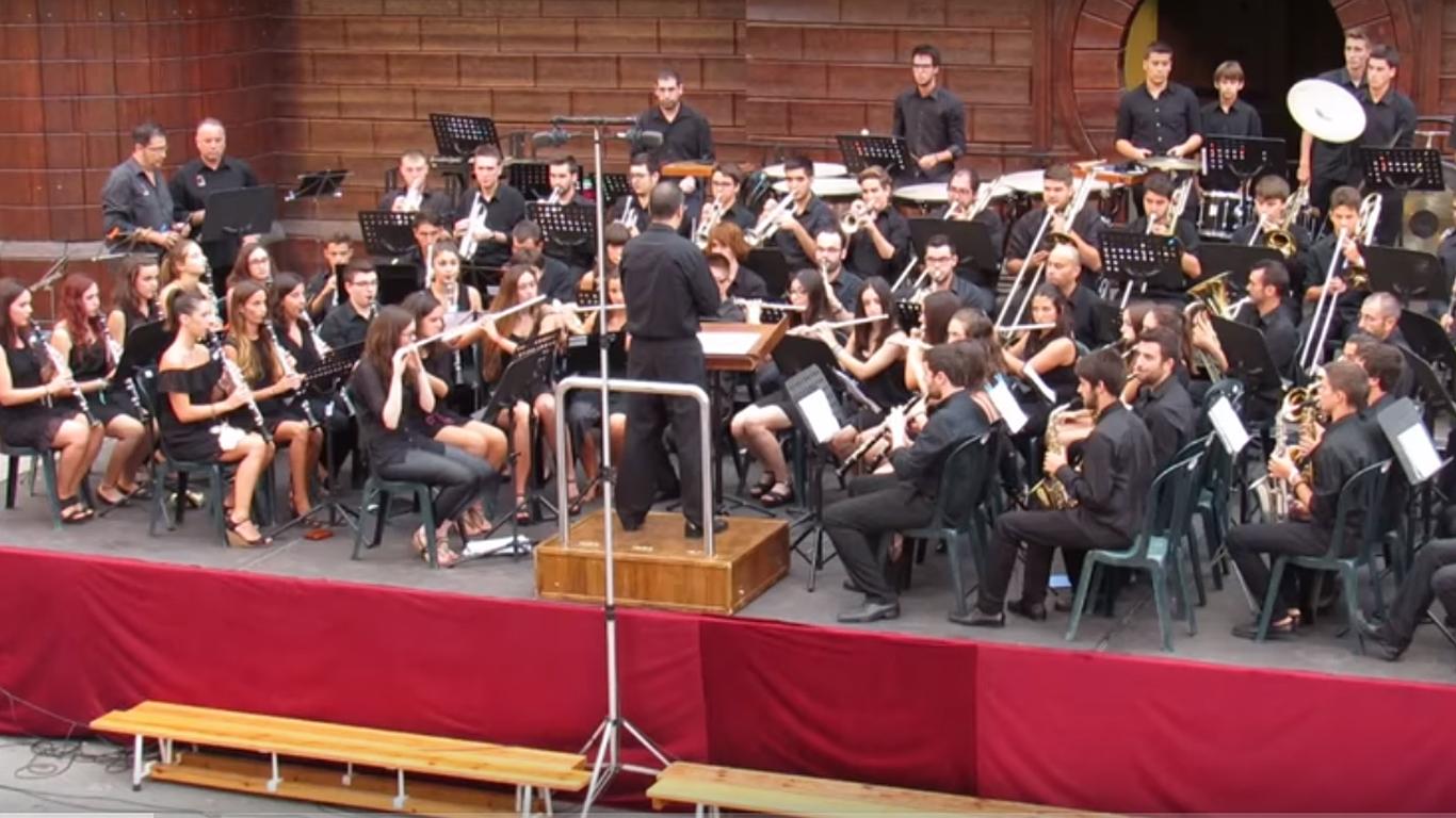 La música festera arriba a la plaça Major amb el Concert de Festes de 2019 El Periòdic d'Ontinyent