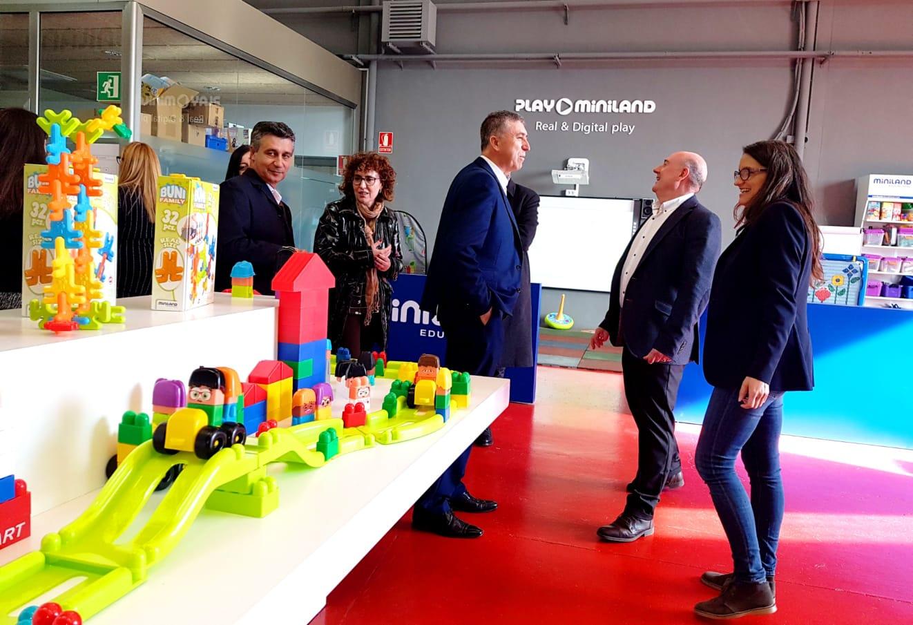 Oltra i Climent ofereixen el seu suport a les empreses valencianes en la Fira Mundial del Joguet El Periòdic d'Ontinyent