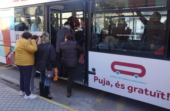 Un vecino de Ontinyent lleva 42 días dando vueltas en el autobús gratuito El Periòdic d'Ontinyent