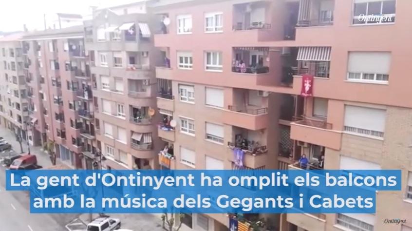 L'alegria dels Gegants i Cabets inunda els balcons El Periòdic d'Ontinyent