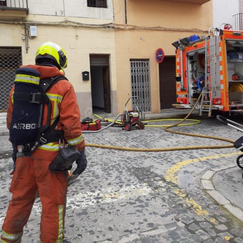 Incendi a una casa del carrer Sant Josep