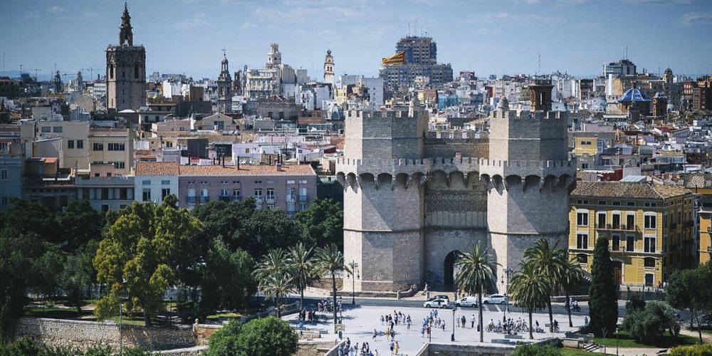 La reducción de la contaminación permite divisar el Campanar de la Vila des de València