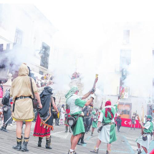 Consulta a les comparses per a que es pronuncien sobre les Festes