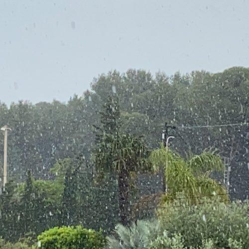 Dia de contrastos: més de 20º, pluja i granís