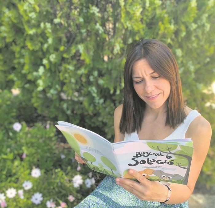 'Buscant la solució' és el primer conte de Mariate Micó El Periòdic d'Ontinyent