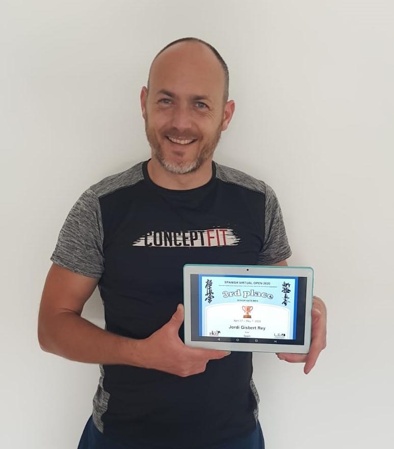 Jordi Gisbert queda tercer al campionat en línea de karate El Periòdic d'Ontinyent