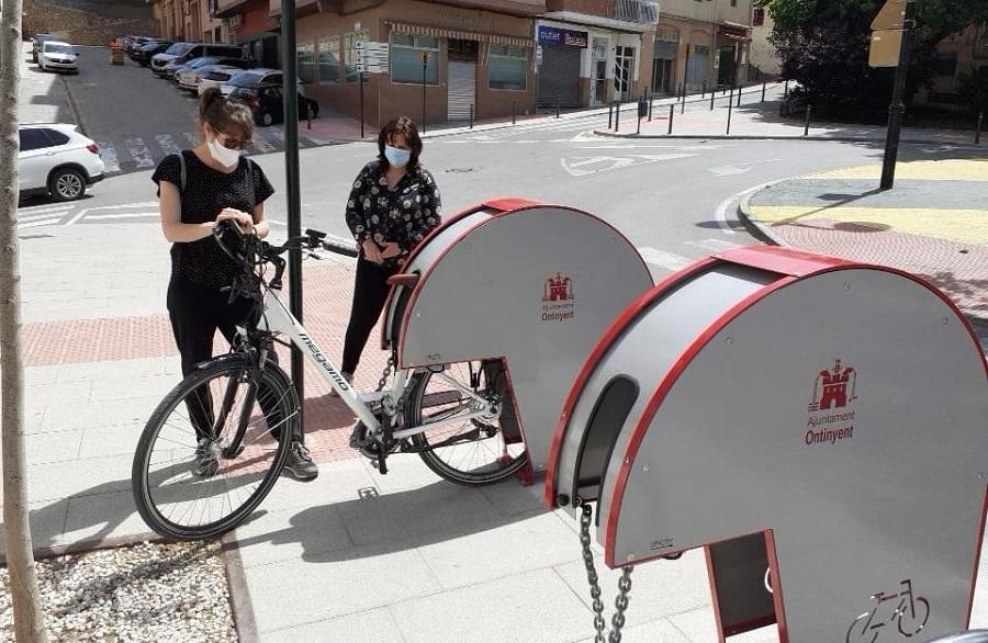 Instal·len 23 aparcabicis per a fomentar l'ús de la bicicleta en la desescalada El Periòdic d'Ontinyent
