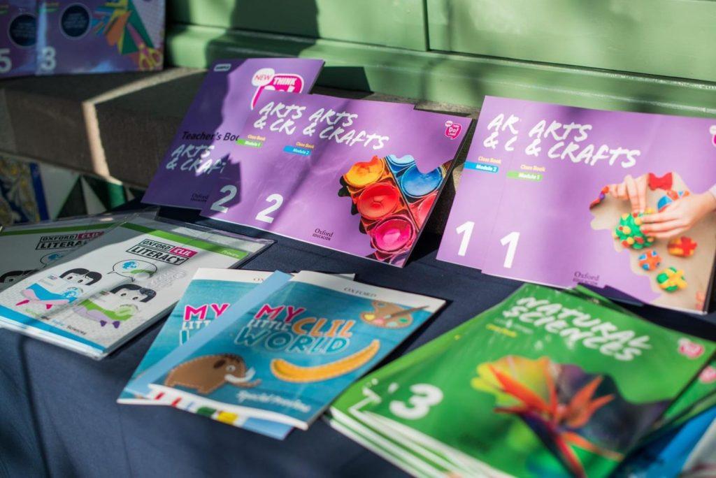 Los libros de plástica en inglés 'Arts & Crafts' se pueden consultar en internet El Periòdic d'Ontinyent