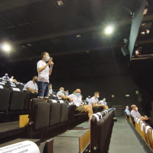 La Policia Local protesta al plenari i denuncia que no els han pagat hores extraordinàries