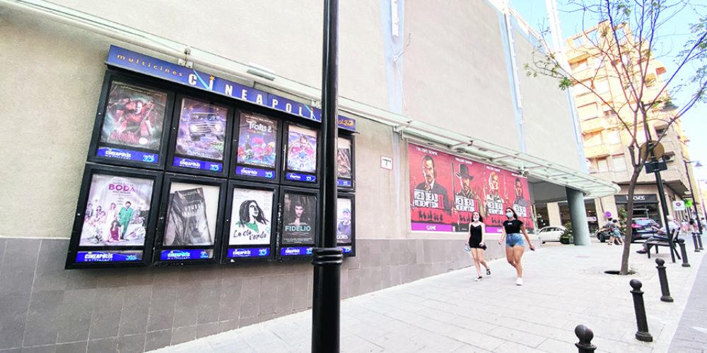 Els cines d'Ontinyent, a l'espera de llum, per tornar a funcionar