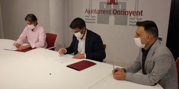 L'Ajuntament i l'Ontinyent 1931 CF signen el conveni de cessió d'ús de l'estadi El Clariano