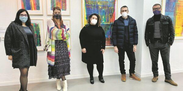 Una galeria d'art professional al Carrer Major