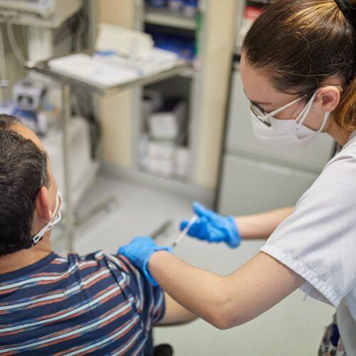 Comença a Ontinyent la vacunació als centres socioassistencials