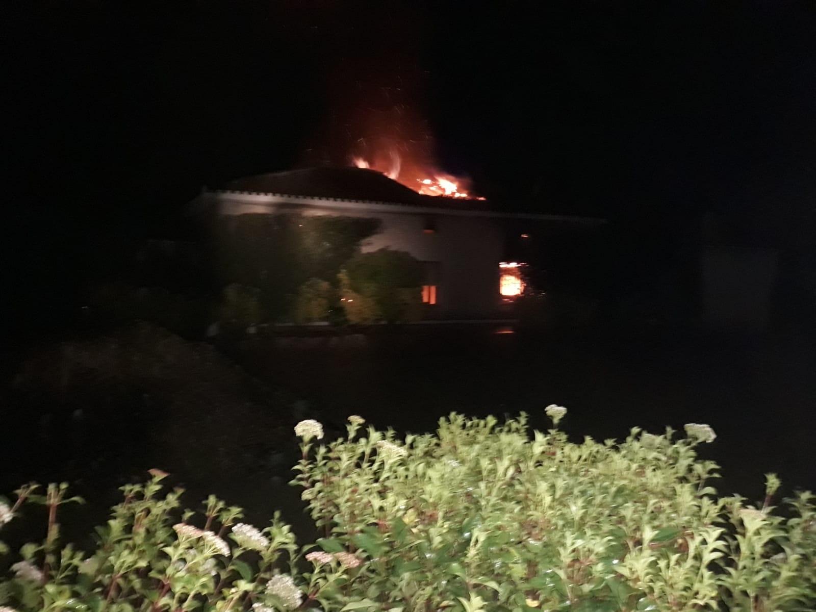 Un agent de la Policia Local salva la vida a un home en l'incendi d'una caseta El Periòdic d'Ontinyent
