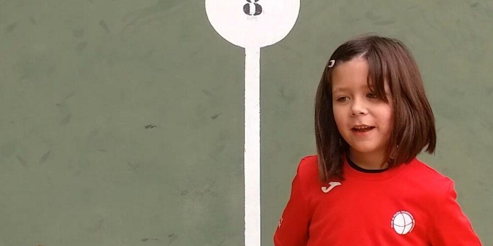 Laia Úbeda, el futur de la pilota femenina a la ciutat
