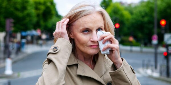 ¿Cómo podemos aliviar la conjuntivitis alérgica?