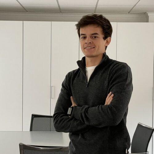 El jove empresari que guanya milions amb plaques de Spotify