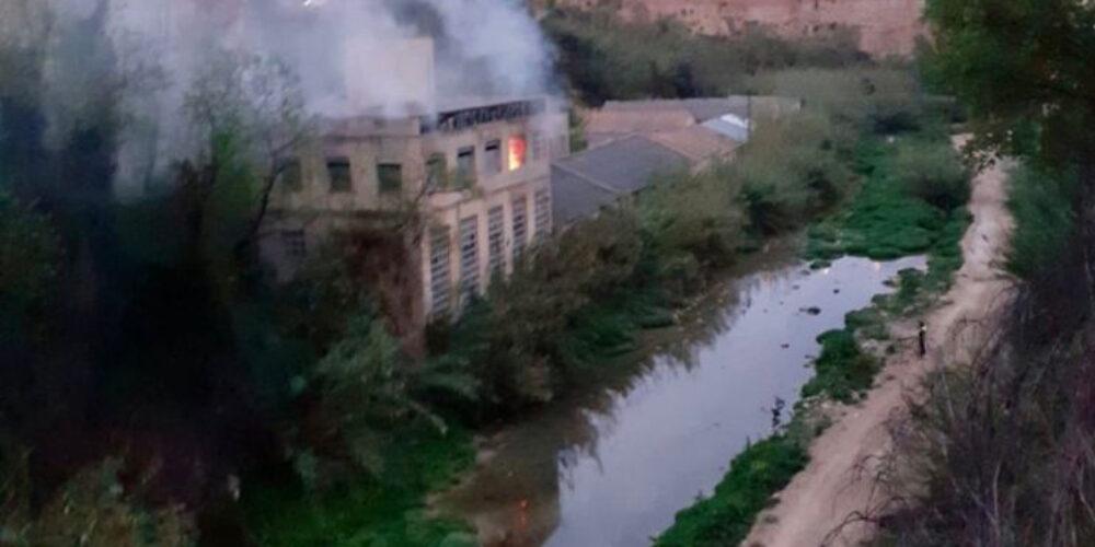 Un incendi evidencia el problema de les fàbriques abandonades