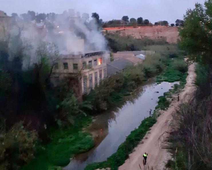 Un incendi evidencia el problema de les fàbriques abandonades El Periòdic d'Ontinyent